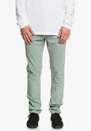 KRANDY - Pantalon classique - chinois green