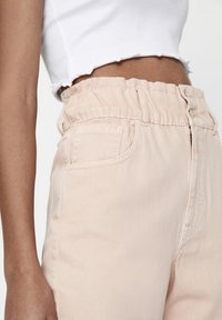 PULL&BEAR - Relaxed fit jeans - rose gold - 4