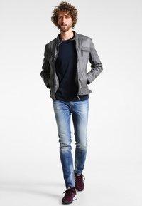Selected Homme - SHDTHEPERFECT - Basic T-shirt - dark sapphire - 1