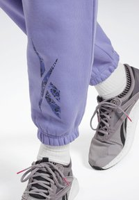 Reebok - MODERN SAFARI PANTS - Tracksuit bottoms - purple - 4