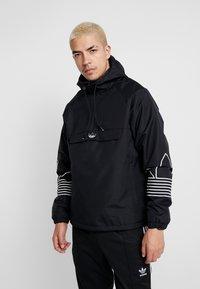 adidas Originals - OUTLINE - Cortaviento - black - 0