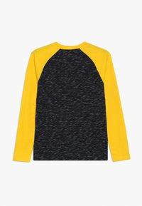Abercrombie & Fitch - FOOTBALL TEE - Bluzka z długim rękawem - black/yellow - 1