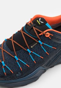 Salewa - MS DROPLINE GTX - Outdoorschoenen - dark denim/black - 5