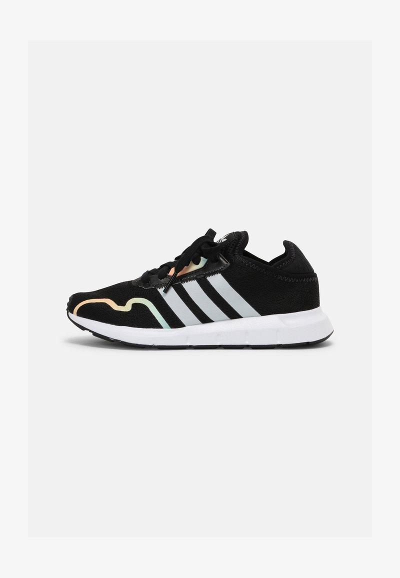 adidas Originals - SWIFT RUN X J UNISEX - Zapatillas - core black/grey one/hazy green