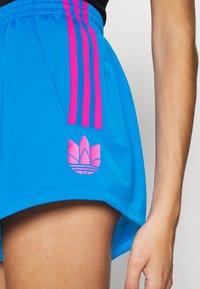 adidas Originals - ADICOLOR SLIM - Szorty - blue/shock pink - 5
