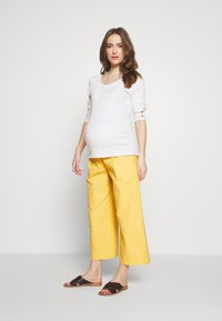 Balloon - WIDE PANTS WITH FLUID POCKET - Pantaloni - yellow - 1