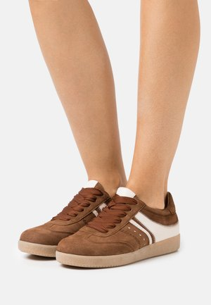 Sneakers laag - whisky/panna