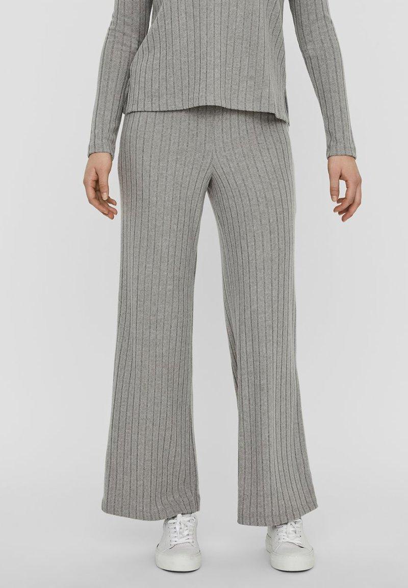 Vero Moda - Trousers - light grey melange