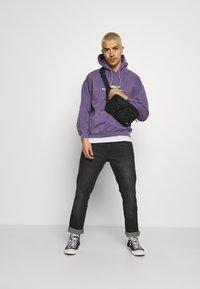 Mennace - MENNACE MOTORSPORT HOODIE - Sweatshirt - purple - 1