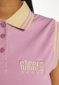 The Ragged Priest - DUTY TEE - Print T-shirt - purple/beige - 4