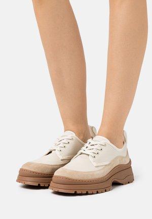 TRIP - Šněrovací boty - beige