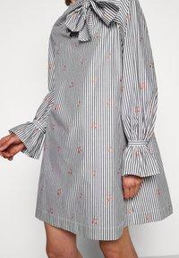 Victoria Victoria Beckham - TIE NECK DRESS - Freizeitkleid - grey - 4