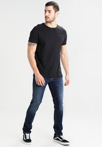 Tommy Jeans - ORIGINAL TEE REGULAR FIT - T-shirt basique - black - 1