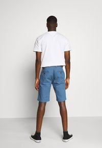 Tommy Jeans - DOBBY CHINO - Shorts - audacious blue - 2