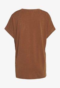 Culture - KAJSA - Basic T-shirt - friar brown - 1