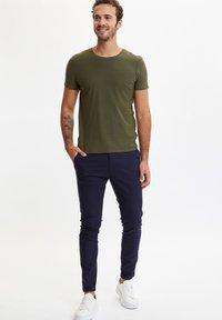 DeFacto - Basic T-shirt - khaki - 0