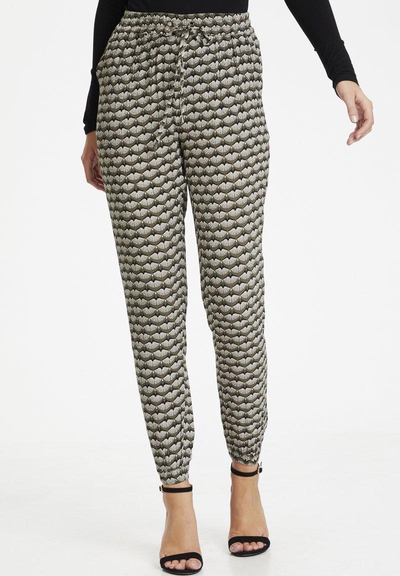 Kaffe - ROKA AMBER PANTS - Trousers - grape leaf  fan print