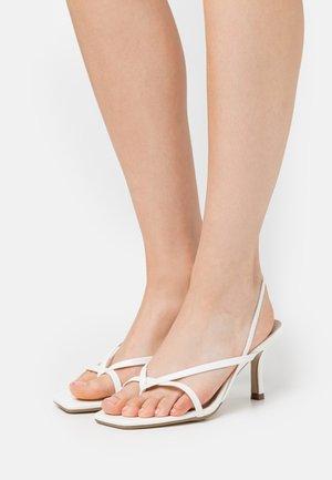 SLING BACK THONG DETAIL  - High Heel Sandalette - white