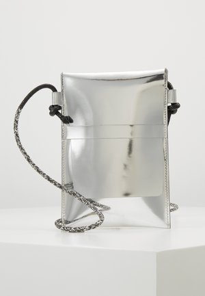Taška spříčným popruhem - silver