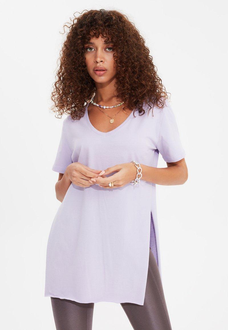 Trendyol - Basic T-shirt - purple