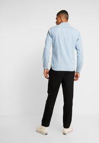 Jack & Jones - JJESHERIDAN SLIM - Skjorta - light blue denim - 2