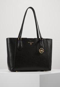 MICHAEL Michael Kors - MAE TOTE MERCER PEBBLE - Handbag - black - 0