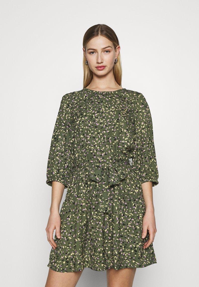 ONLY - ONLTHORA BELT DRESS - Day dress - clover/blurry