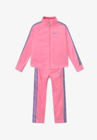Nike Sportswear - COLORSHIFT TAPING TRICOT SET - Tepláková souprava - pink - 3