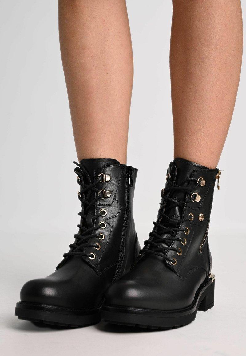 NeroGiardini - Cowboy/biker ankle boot - nero
