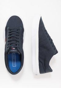 Tommy Hilfiger - LIGHTWEIGHT STRIPES - Zapatillas - blue - 1