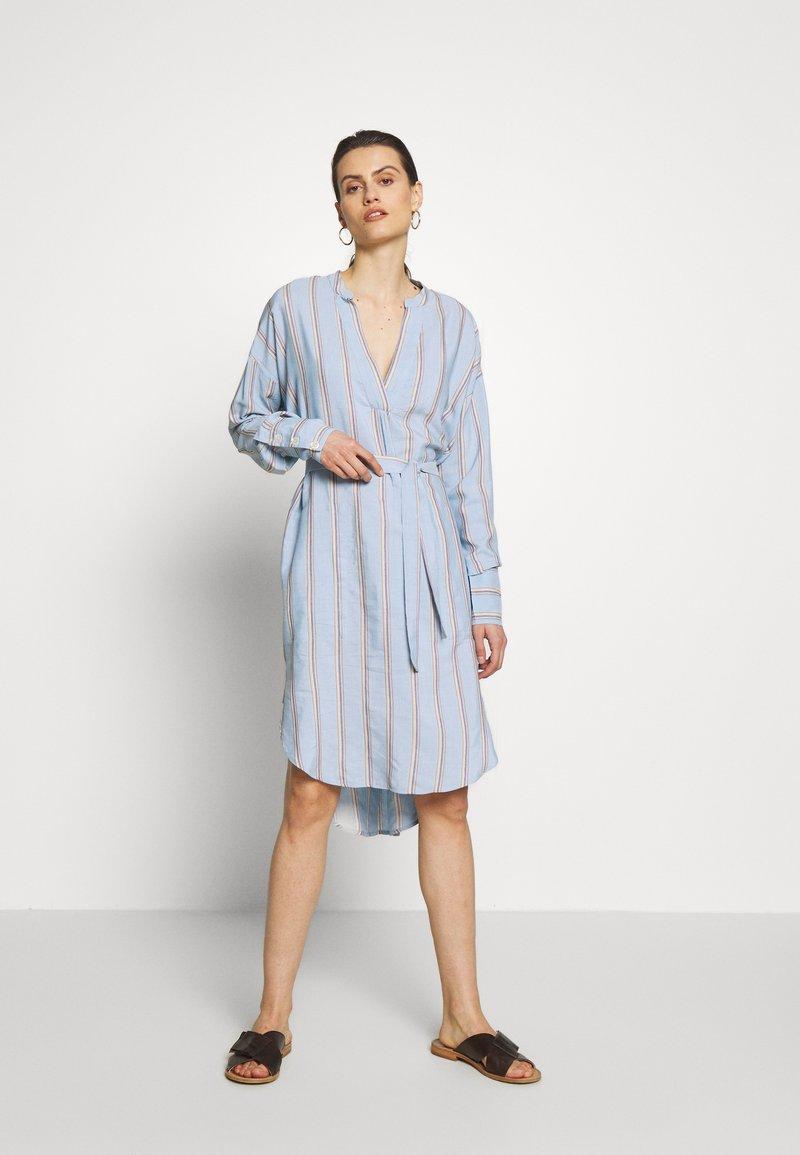 Six Ames - IBENA - Denní šaty - blue summer