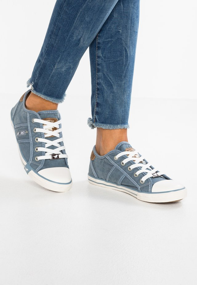 Sneakers laag - himmelblau