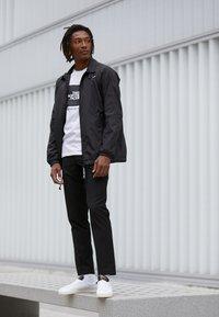 adidas Originals - LACOMBE - Sneakers laag - footwear white/core black/core white - 6