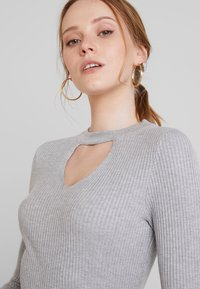 Lost Ink - FRONT CUT OUT - Svetr - grey - 4