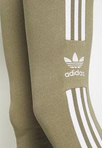 adidas Originals - TREFOIL ORIGINALS ADICOLOR LEGGINGS COMPRESSION - Leggings - Trousers - orbit green - 6