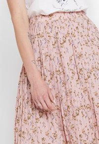 Vila - VIMARGOT MITTY SKIRT - Pleated skirt - rose smoke