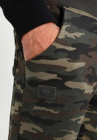 Alpha Industries - FIT PANT - Pantalon de survêtement - woodl. camo 65 - 3