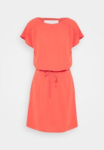 VMSASHA BALI SHORT DRESS - Day dress - spiced coral