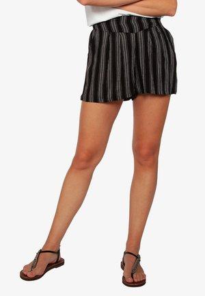 AVENS  - Shorts - true black