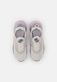 Nike Sportswear - NIKE AIR MAX 2090  - Tenisky - platinum tint/light violet-metallic platinum-crimson bliss - 3