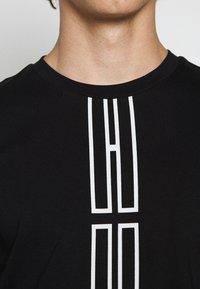 HUGO - DARLON - T-shirt z nadrukiem - black - 5