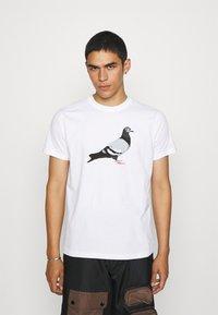 STAPLE PIGEON - TEE UNISEX - Print T-shirt - white - 0