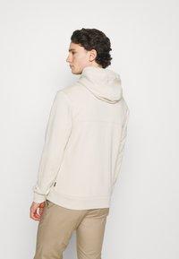Calvin Klein - SMALL CHEST LOGO HOODIE - Luvtröja - beige - 2