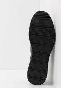 Clarks - TYNAMO TIE - Sneakers basse - black - 4