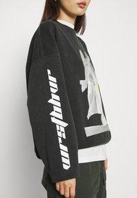 WRSTBHVR - SPRAYER  - Sweatshirt - vintage black - 5