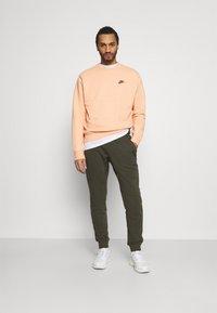 Nike Sportswear - CREW - Sweatshirt - arctic orange - 1