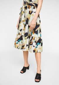 comma - MIT ALLOVER-PRINT - Day dress - navy faded flower - 5