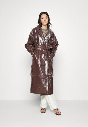 WRAP COAT - Klassinen takki - brown