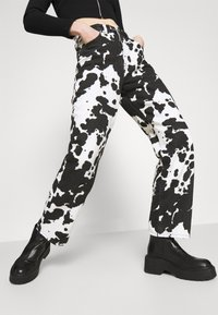 Topshop - COW PRINT RUNWAY - Relaxed fit jeans - black/white - 3