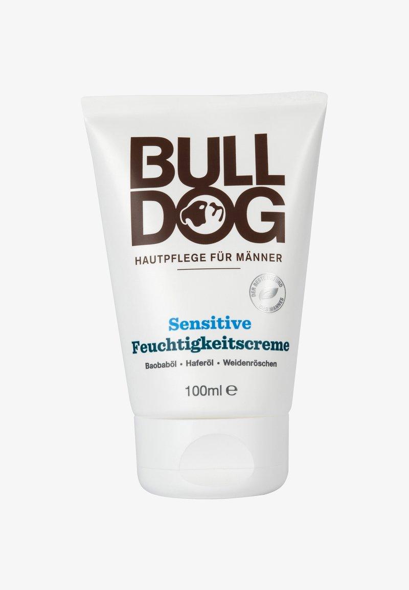 Bulldog - SENSITIVE MOISTURISER - Soin de jour - -